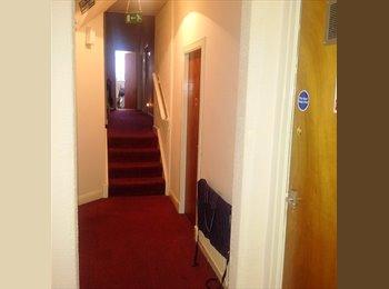 EasyRoommate UK - DOUBLE ROOM TO LET. NO BILLS. - Kirkcaldy, Edinburgh - £360 pcm