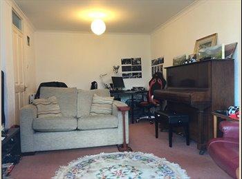 EasyRoommate UK - House close to Heriot Watt, Napier Merchiston or Edinburgh College sighthillcampus - Colinton, Edinburgh - £412 pcm