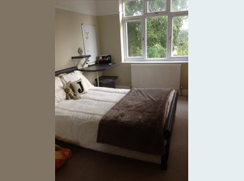 EasyRoommate UK - Huge garden, quiet bedroom own bathroom and own lounge available. - Downend, Bristol - £500 pcm