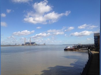 EasyRoommate UK - Single room avail for short stays in clean and cosy riverside flat - Gravesend, Gravesend - £450 pcm