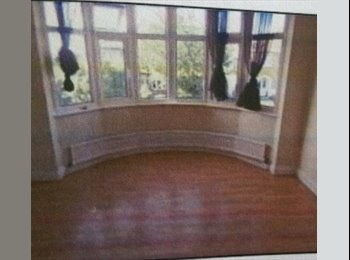 EasyRoommate UK - Four Bedrooms for Rent in Four Bed House in Quite Cul-de-Sac With Gardens. - Enfield, London - £650 pcm