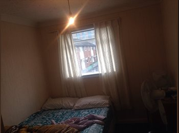 Single room to rent in 2 bed flat