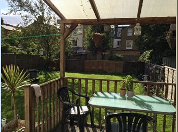 World Traveling Professionals with Gorgeous Flat in Balham