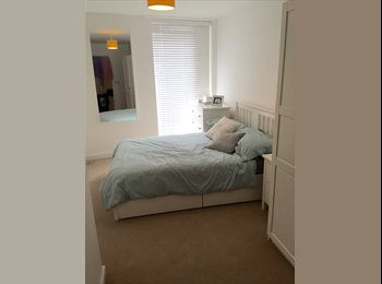 MOdern double with ensuite, 2 mins to tube/overground