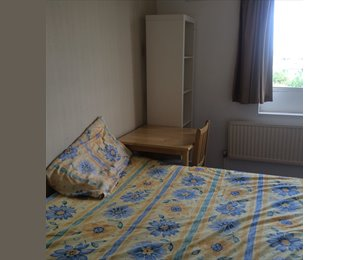 EasyRoommate UK - zone 1/2 London flatshare rooms E1 - Whitechapel, London - £720 pcm