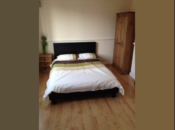 EasyRoommate UK - ** PROFESSIONAL DOUBLE ROOM ** PERFECT FOR ROLLS ROYCE ** - Littleover, Derby - £345 pcm