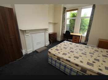 ALL BILLS INCL Large room with double bed in great location