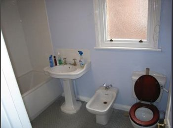 EasyRoommate UK - HUGE room in central didsbury village location - Didsbury, Manchester - £525 pcm