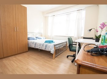 AMAZING SINGLE AND DOUBLE ROOMS in STEPNEY GREEN