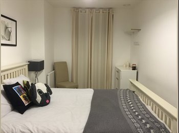 EasyRoommate UK - Lovely fully furnished flat within 20 second walk to Greenwich station - Greenwich, London - £900 pcm