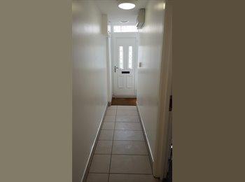 EasyRoommate UK - Modern Student House with Ensuite Shower Rooms - Stoke-on-Trent, Stoke-on-Trent - £550 pcm