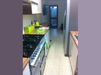 EasyRoommate UK - Very Modern Newly Renovated Student House to Rent - Stoke-on-Trent, Stoke-on-Trent - £435 pcm
