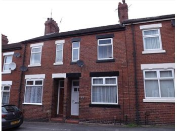 EasyRoommate UK - Large Double Room available close to Newcastle Town Centre - Newcastle-under-Lyme, Newcastle under Lyme - £355 pcm
