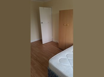 EasyRoommate UK - Double room-450pm - Seven Kings, London - £450 pcm