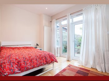5 Double rooms available in flat with garden and 3...