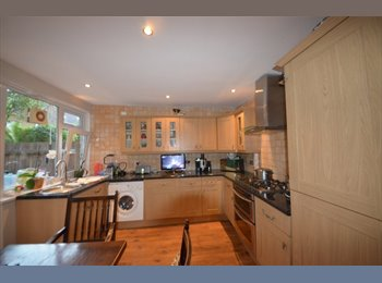 EasyRoommate UK - Large Rooms Available - Enfield, London - £500 pcm
