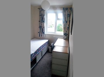 EasyRoommate UK - One Cosy Room Available to Rent - Canterbury, Canterbury - £370 pcm