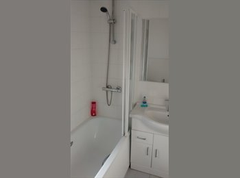 EasyRoommate UK - Comfortable and quiet house - Smethwick, Birmingham - £500 pcm
