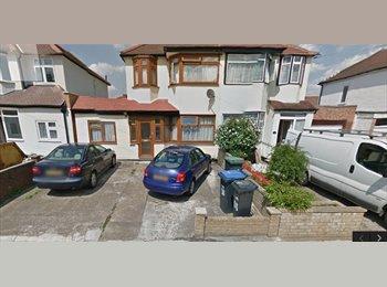 EasyRoommate UK - enfield town  - Enfield, London - £600 pcm