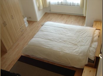 EasyRoommate UK - LARGE DOUBLE ROOM - Aldermaston, Reading - £540 pcm