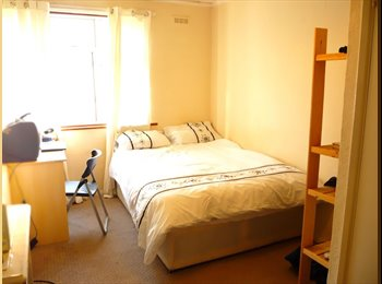 EasyRoommate UK - DOUBLE ROOM IN CANARY WHARF#203 - Canary Wharf, London - £750 pcm