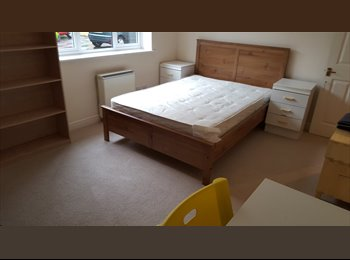 EasyRoommate UK - VERY LARGE DOUBLE ROOM IN CANARY WHARF ALL INCL - Canary Wharf, London - £775 pcm