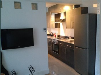 EasyRoommate UK - Large Four Bedroomed Flat in Cricklewood, NW2 6PX - Cricklewood, London - £2,426 pcm