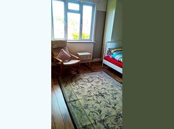 EasyRoommate UK - Double Room for Single Occupancy - Woodside Park, London - £650 pcm