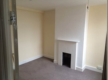 EasyRoommate UK - Double Room To Rent Close To Transport and Shops - Barnet, London - £550 pcm