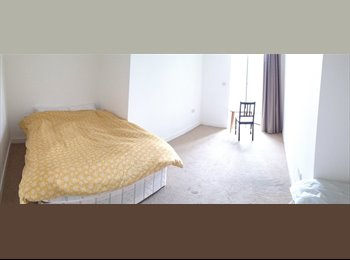 EasyRoommate UK - Ensure Master Bedroom short term - Stratford, London - £850 pcm