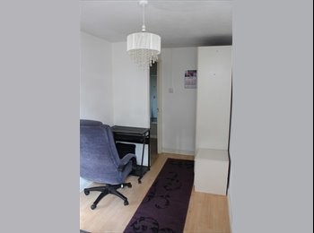 EasyRoommate UK - Looking for a flatmate - Slough, Slough - £400 pcm