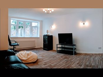 EasyRoommate UK - Large double Bedrom + Free Broadband , Bletchley - £370 pcm