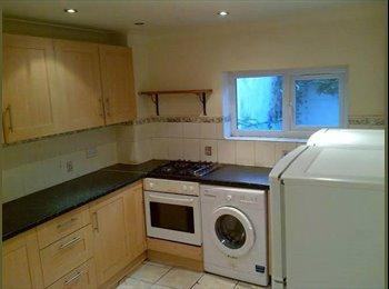 EasyRoommate UK - The Delight Apartment - Kensington, London - £600 pcm