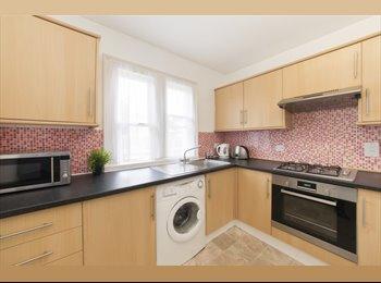 EasyRoommate UK - Flat in London - Earls Court, London - £1,950 pcm