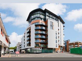 EasyRoommate UK - Flat in Kingston Upon Thames - Kingston upon Thames, London - £1,575 pcm