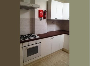 Well located double room available to let near Seven...