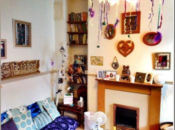 EasyRoommate UK - Single Room in Warm & Friendly Home in Ashton - Ashton-Under-Lyne, Tameside - £450 pcm
