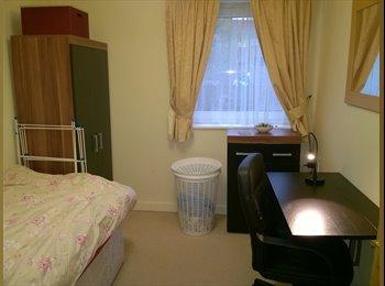 EasyRoommate UK - Cosy Bright Room - Eccles, Salford - £300 pcm