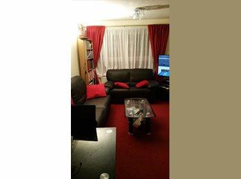 EasyRoommate UK - Cosy room ib hounslow - Hounslow, London - £600 pcm