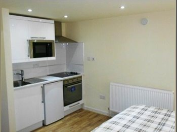 EasyRoommate UK - NW2 Double Studio Ideally located close to Station - Cricklewood, London - £784 pcm