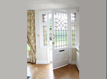 EasyRoommate UK - Comfortably furnished Double En Suite room in quiet residential area of Harpenden - Harpenden, Harpenden - £800 pcm