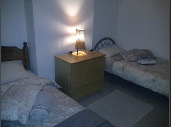 EasyRoommate UK - PROFESSIONAL TWIN/SINGLE/DOUBLE ROOM - Stoke, Coventry - £440 pcm
