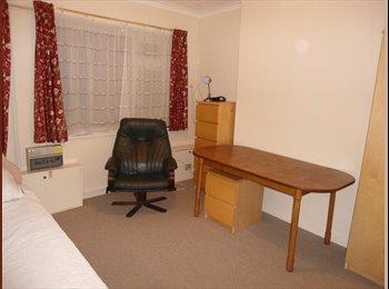 Single room very near UoN - available January