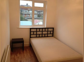 BR2 Double Room Within walking distance to Local Tube...