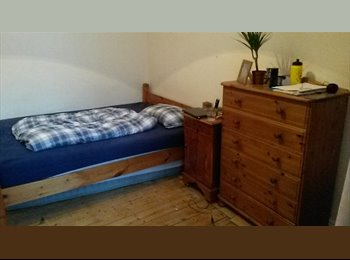 2 Rooms with own Bathroom in West-End