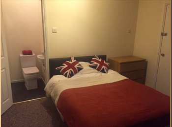Gloucester rd BS7 Double En Suite £575 pcm bills...