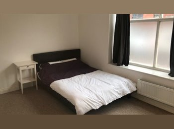 EasyRoommate UK - Great en Suite Rooms in Central Bristol - St Phillips, Bristol - £700 pcm