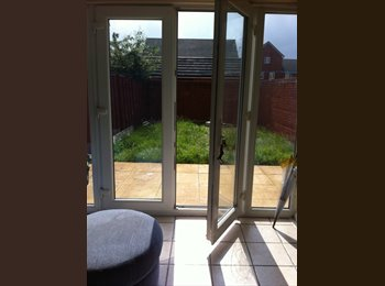 Furnished double en-suite in friendly house