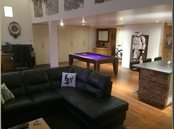 EasyRoommate UK - Room to rent in a large open plan loft style apartment - Brighton, Brighton and Hove - £700 pcm
