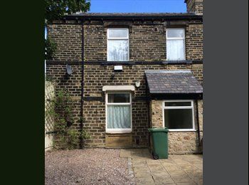 EasyRoommate UK - En-suite Double Room Close to University and Town Centre  - Huddersfield, Kirklees - £340 pcm